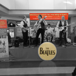 Celebrare i Beatles al centro commerciale